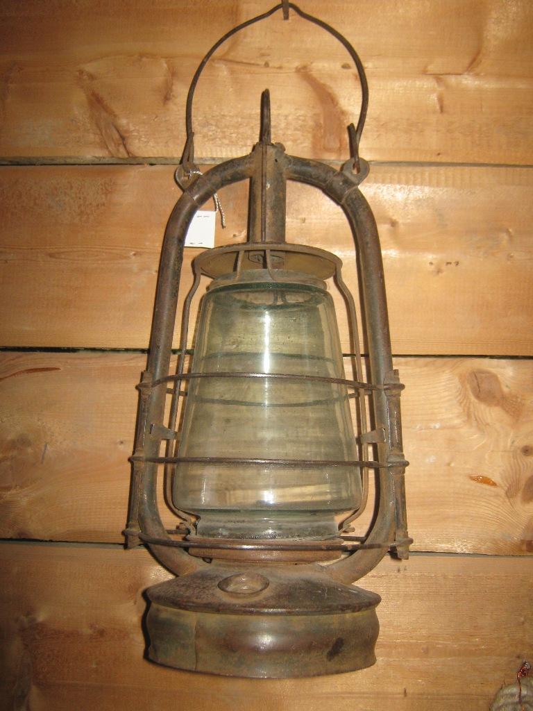 """Лампа керосиновая """"Летучая мышь"""", вторая половина XIX века."""