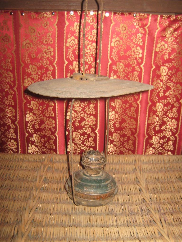 Лампа керосиновая с абажуром, вторая половина XIX века.