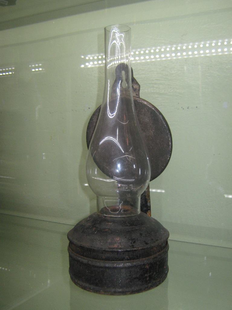 Лампа керосиновая с отражателем.